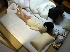 Yuu शिनोडा शरारती एशियाई लड़की हो जाता है उसे गीला बिल्ली उँगलियों