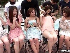 Asiater er å få deres våte fitter fingret ekte dyp