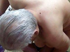 išsipūtęs kinijos močiutė su labai saggy papai