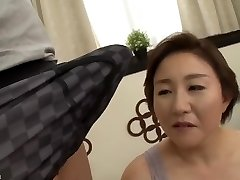 graži mama japonų pakliuvom