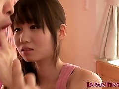 Petite asian porn industry star Yumeno Aika cumswapping