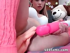 Diminutive fistingtoy her pussy
