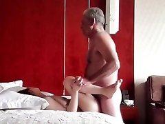 Oldman με την Κινεζική κορίτσι