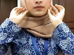 Hot Mind-blowing Malay Hijab