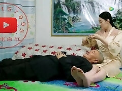 Chinese wife's legs and feet are very steaming
