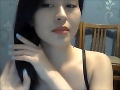 A Sexy Girl Showcase Her Naked Body On Cam 1