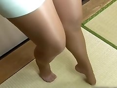 PERFECT FEET IN NYLON JAPANESE BABE IN MINI Micro-skirt
