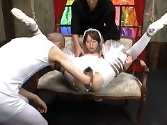 Japanese girl Yui Misaki fisted in swan costume