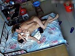 出租屋偷拍中年男趁老婆起床穿衣前干上一炮 Japanese duo