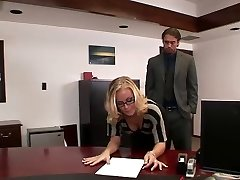 Nicole plumbs in office