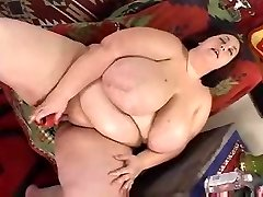 chubby lady dildoing