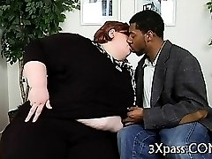 Plump nailed by black man