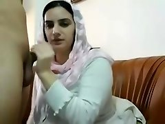 Pakistani Muslim Wifey Get Big Hooters Massages and Plays with Pussy