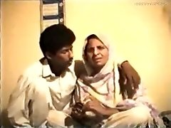 Shy Reluctant Desi Aunty gets Humped on Video for Money