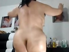 SEXY  Chinese  GRANNY LIKES TO SHOW HER Plump ASS AND PUSSY