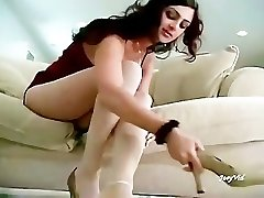 Paki Dame Mehnaz showing her Hot Soles in White Stocking for Paki Footboys