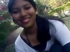 Seksikas India kolledži tüdruk esimese aeg näitab tema mahlane rind