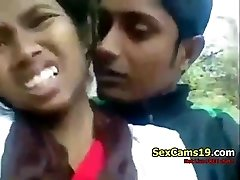 spicygirlcam - Desi Indian Girl Fellatio Her Bf Outdoor