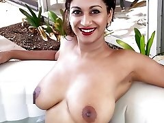 Best Indian Glamour Model with huge bumpers