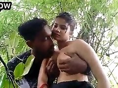 Desi girl outdoor hook-up
