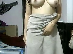 Indian GF After Douche Showing Herself Naked On Webcam