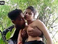 Desi girl outdoor hook-up
