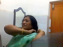 Indian Bengali Milf Aunty Changing Saree in Douche