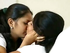 Two cuties attempts their first lesbo