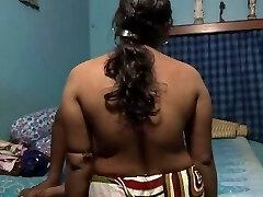 bengali naine keppis tema noor tüdruk-sõbra