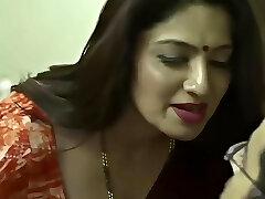 indian mature aunty allurement
