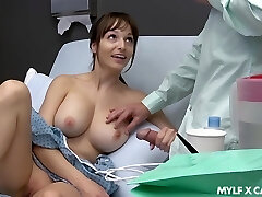 Sex-starved patient Lexi Luna milks and gives a tugjob to her boyfriend