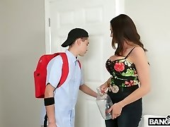 Mischievous stepson fucks mega buxomy Colombian step mommy Ariella Ferrera