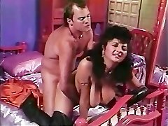 Paki Aunty is tired of Tiny Chinese Paki Meatpipe so goes for Big Western Cock