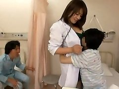 간호사하고 장난꾸러기 소년
