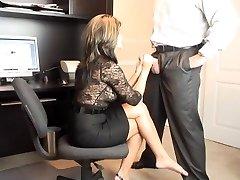 Hot MILF Office Orale