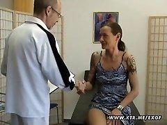 Nobriedušu amatieru sieva mājās anālais hardcore rīcību ar cum