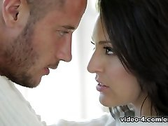 Gracie Glam & Danny Mountain in Heartbeats Vid