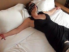 Offerte les yeux bandes ano inconnu dans un hotel
