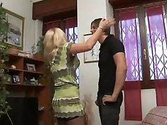înșelăciune italiană gospodină cu tânărul ei amant