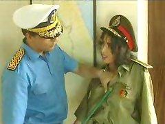 Almirant fucks در زن پلیس