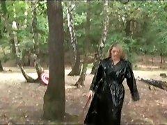 زنان پوشیده و مردان برهنه, دختران Ballbusting بازی تیرکمان , گانه & تفنگ بادی