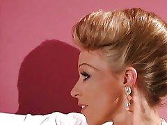 Rebecca - Signora tedesca scopata da 2 bellezze