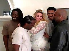 العروس يحصل IR gangbanged و الشرج مزدوجة