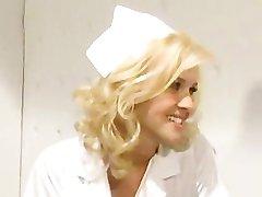 ممرضة تعتني بها المريض!