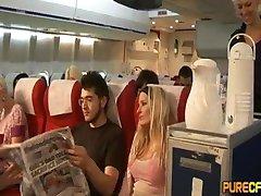 Handjob في الطائرة