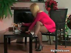 Blonde chaude avec des gros seins baise part3