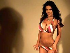 דניס Milani סקסי עם פסים, ביקיני ללא עירום