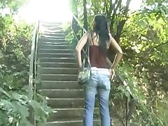 Valeria dans les buissons