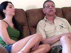 mlada bejba prvič, prekleti s starim možem