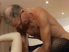 Sedm dědečkové gabg rány sexy mladá blondýnka na setkání